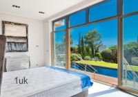 Bedroom-with-view