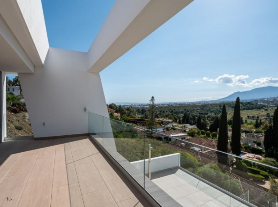 Amazing outside views from modern qualities villas in El Paraiso