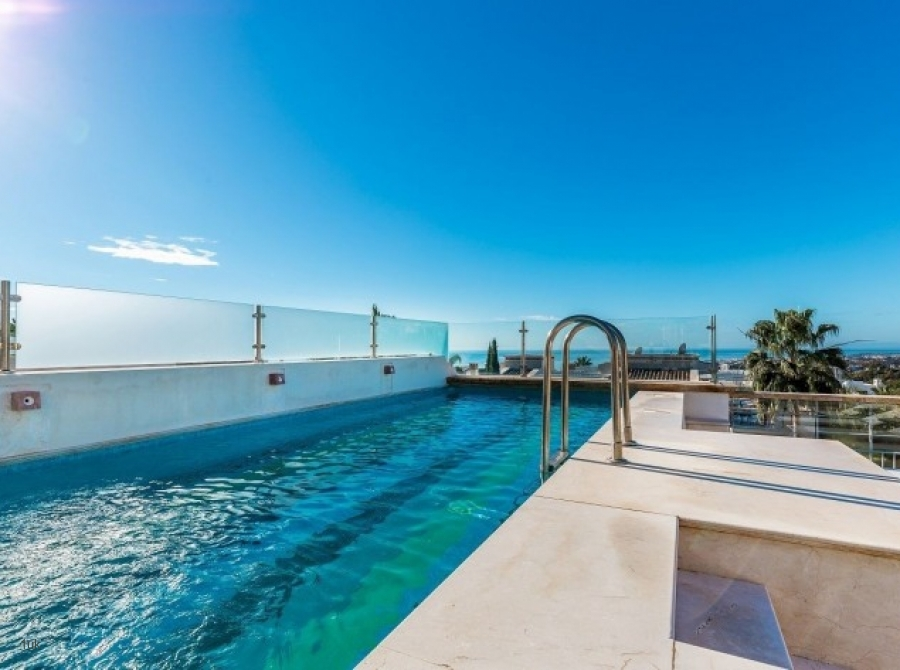 Swimming pool with amazing views