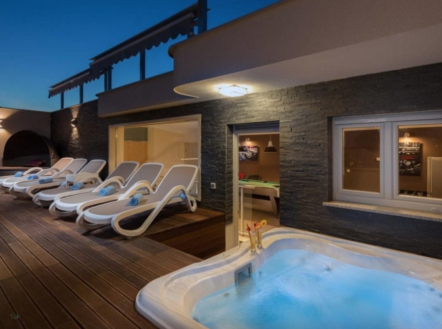 Sunloungers by the jacuzzi