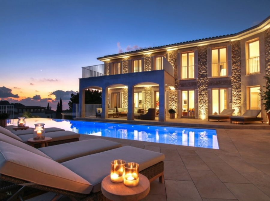 Luxury Mansion with rental license in prime location of Port Andratx